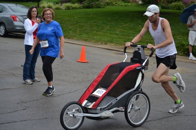 Think you could run a 16:30 5K -- that's a 5:19 mile pace -- pushing your kid in a stroller? Past champ Justin Gillette couldn't pull off the win, but he placed second in one of the more memorable Swiss Days duels in recent memory.